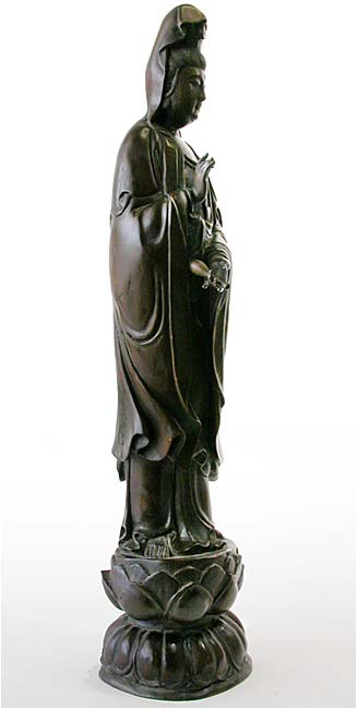 Kwanyin on Lotus